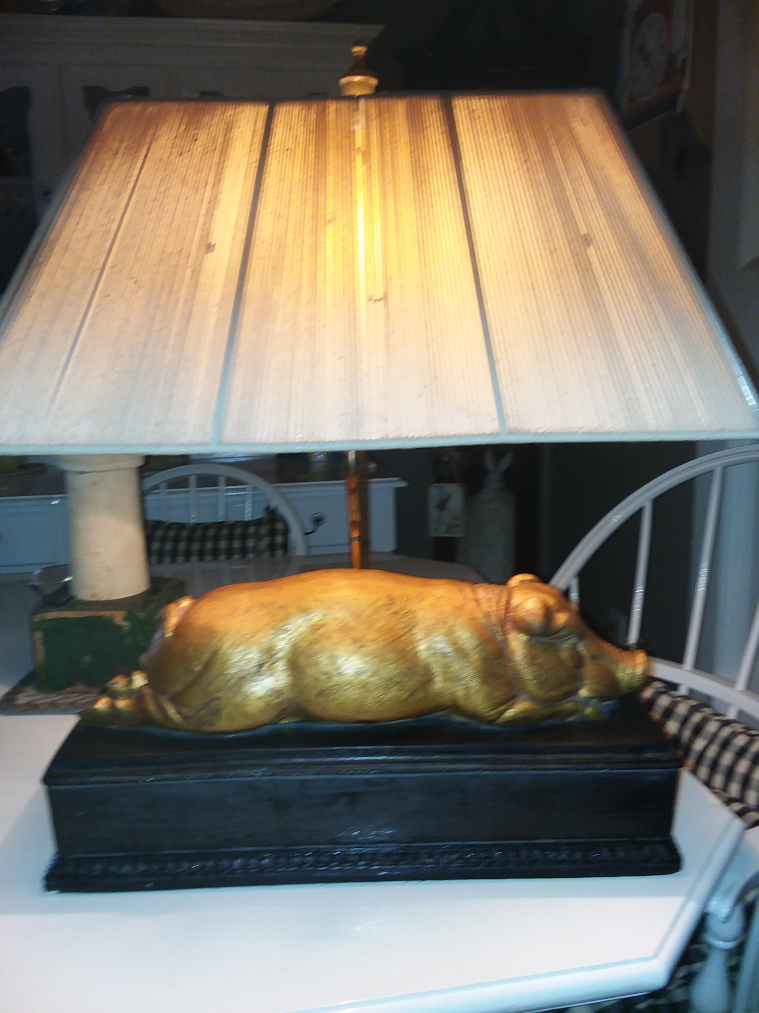 Guilded pig lamp